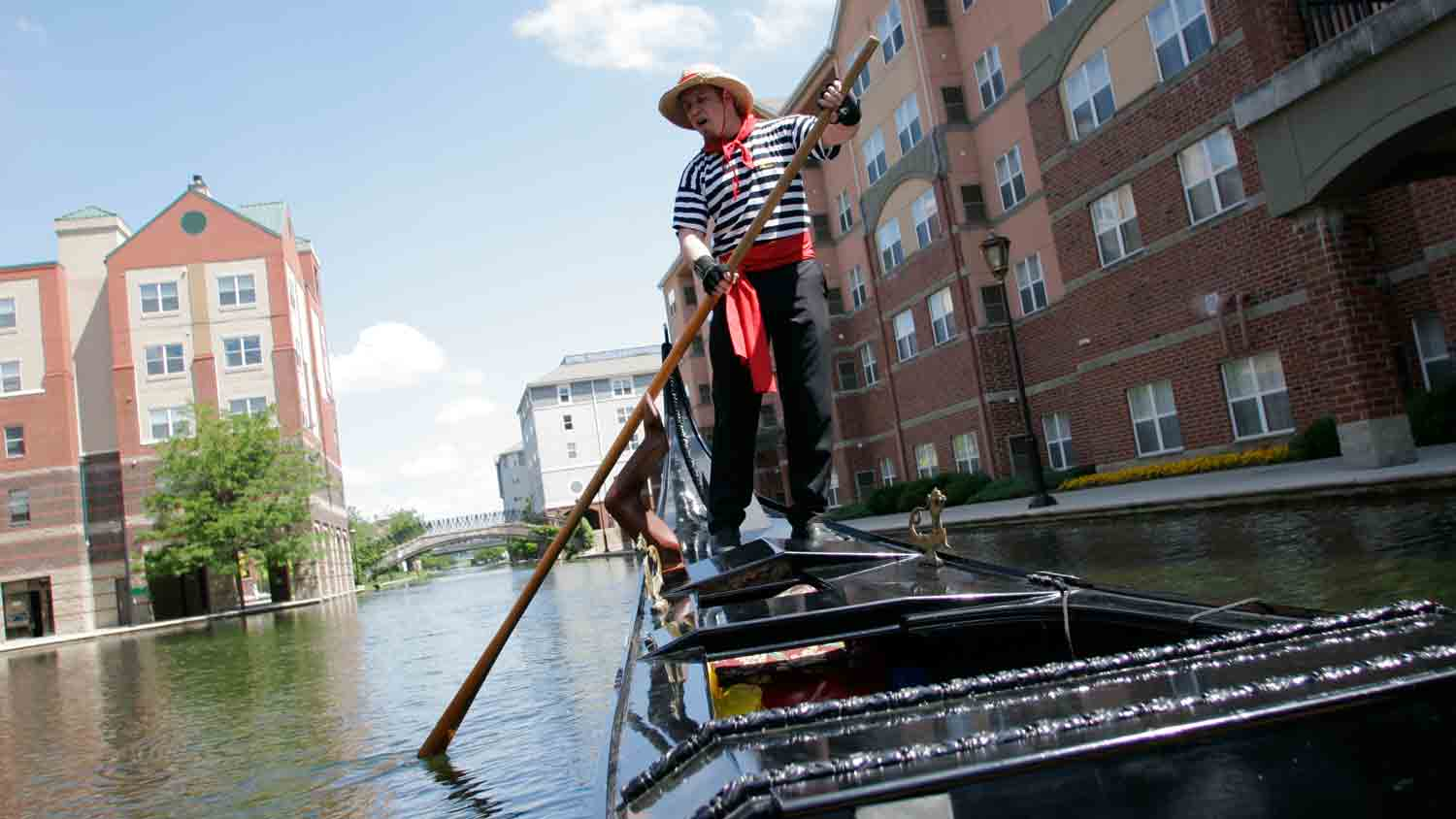 Old world gondoliers 2