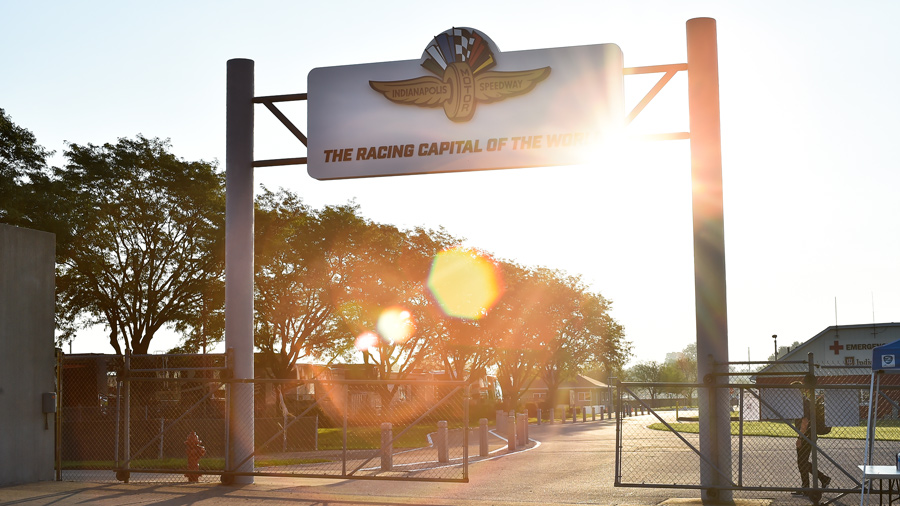 """Sign welcoming people to the Indianapolis Motor Speedway. Read's """"Indianapolis Motor Speedway: The Racing Capital of the World."""""""
