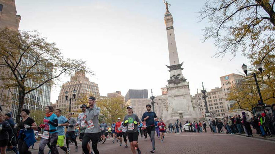 Runners running along Meridian Street, Soldiers & Sailors Monument in the background